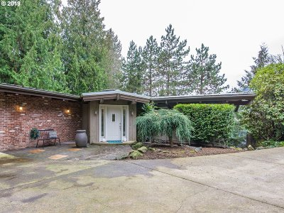 Portland Single Family Home For Sale: 9135 SW 57th Ave