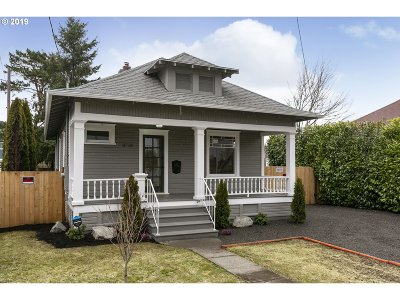 Portland Single Family Home For Sale: 8718 SE Foster Rd