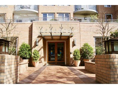 Condo/Townhouse For Sale: 1132 SW 19th Ave #303