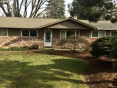Milwaukie Single Family Home For Sale: 10712 SE 52nd Ave