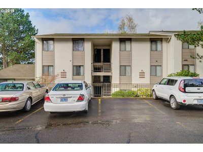 Milwaukie Condo/Townhouse For Sale: 3178 SE Lake Rd