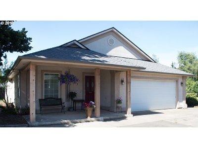 Woodburn Single Family Home For Sale: 1002 Deer Run Ln