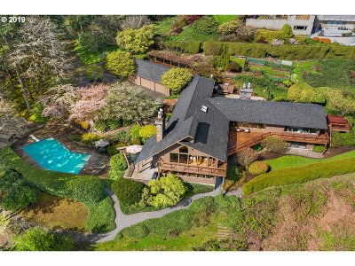Lake Oswego Single Family Home For Sale: 18099 Green Bluff Dr