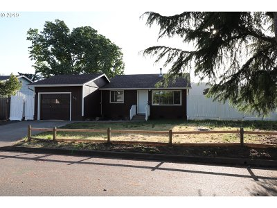 Roseburg Single Family Home For Sale: 151 Columbia Loop Rd