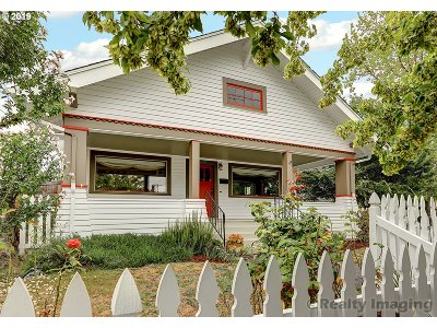 Portland Single Family Home For Sale: 6305 SE 22nd Ave