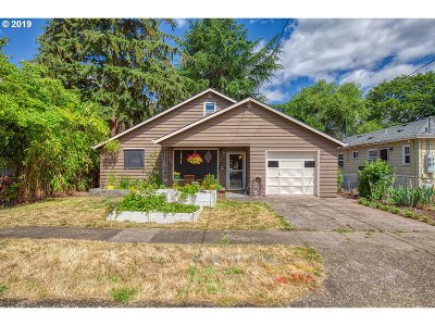 Clackamas County Single Family Home For Sale: 230 W Fairfield St