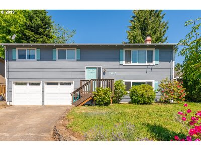 Oregon City Single Family Home For Sale: 13215 Clairmont Way
