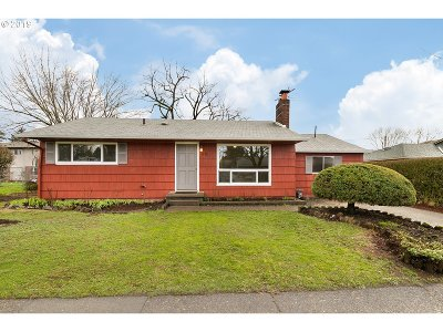 Portland Single Family Home For Sale: 4230 SE 103rd Ave