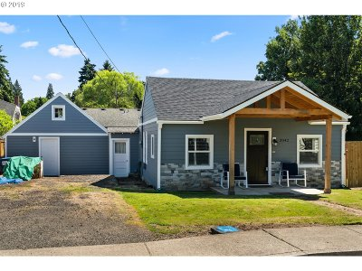 Milwaukie Single Family Home For Sale: 3842 SE Olsen St