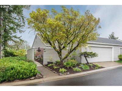 Lake Oswego Single Family Home For Sale: 86 Greenridge Ct