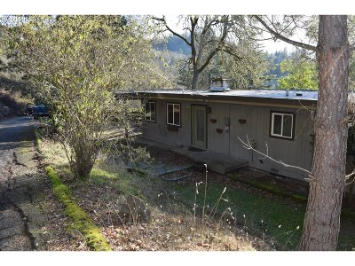 Roseburg Single Family Home For Sale: 628 SE Fisher Dr