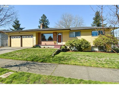 Single Family Home For Sale: 761 SE 128th Ave