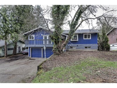 Milwaukie Single Family Home For Sale: 15152 SE Fairoaks Ave