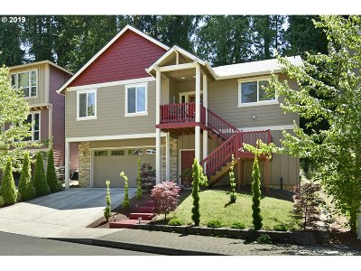Clackamas County Single Family Home For Sale: 35932 Chinook St