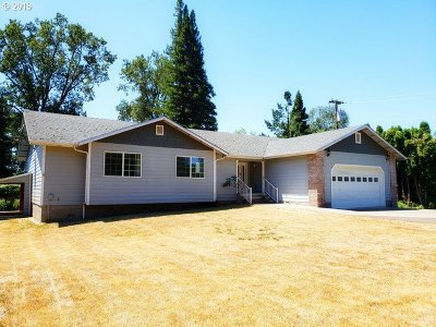 Roseburg Single Family Home For Sale: 1684 Del Rio Rd