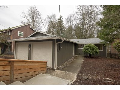 Multnomah County Single Family Home For Sale: 9505 SW 50th Ave