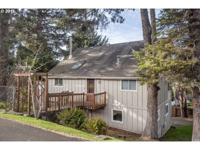 Lincoln City Single Family Home For Sale: 2941 NW Port Ave