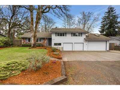 Milwaukie Single Family Home For Sale: 3678 SE Willamette Ave