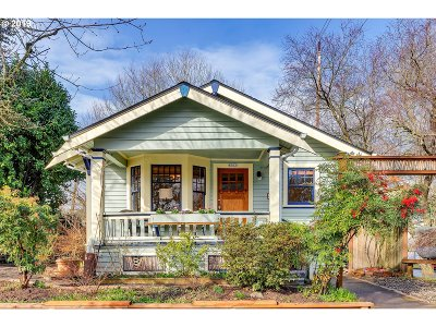Portland Single Family Home For Sale: 8003 SE 7th Ave