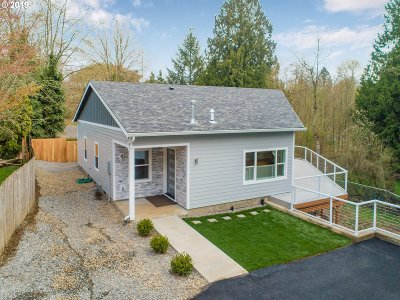 Multnomah County Single Family Home For Sale: 9940 SW 37th Ave