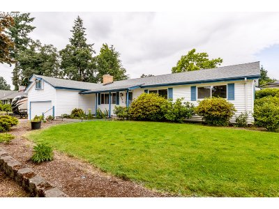 Eugene Single Family Home For Sale: 2450 Leyton Ln