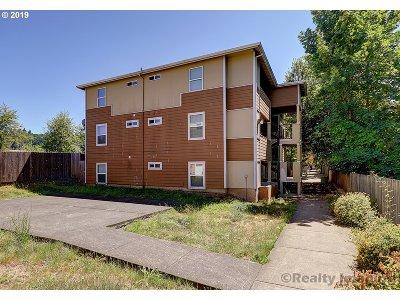 Portland Condo/Townhouse For Sale: 9251 SE Clinton St #306