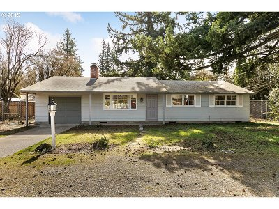 Portland Single Family Home For Sale: 14202 SE Main St
