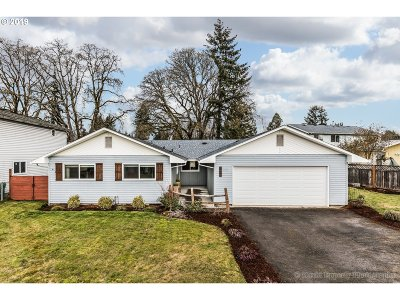 Scappoose Single Family Home Bumpable Buyer: 52025 SE 5th St