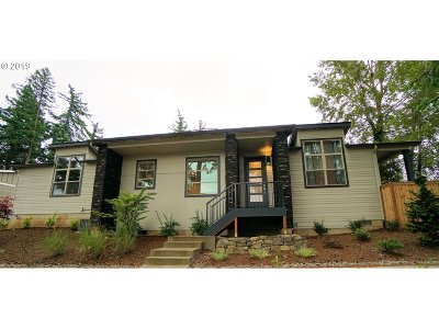Multnomah County Single Family Home For Sale: 977 NW Towle Ave