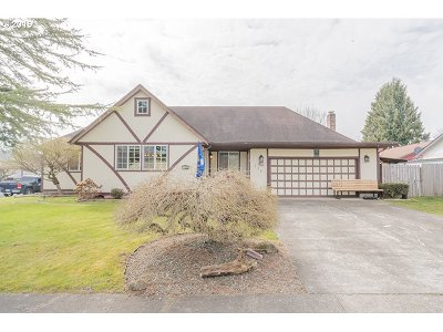 Cowlitz County Single Family Home For Sale: 135 Alturas Dr