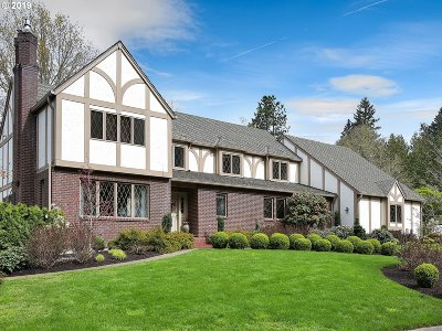 Lake Oswego Single Family Home For Sale: 2937 Rivendell Rd