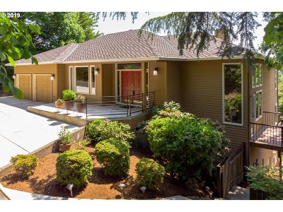Portland Single Family Home For Sale: 11 SW 68th Ave
