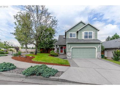 Troutdale Single Family Home For Sale: 1049 SW Mitchell Ave