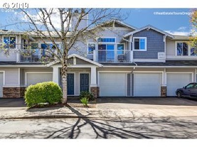 Tigard Condo/Townhouse For Sale: 13702 SW Hall Blvd #4
