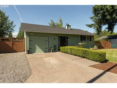 Milwaukie Single Family Home For Sale: 6305 SE Apple St