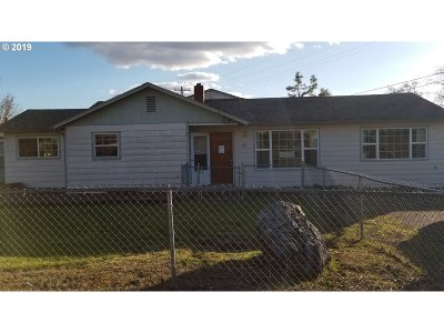 Roseburg Single Family Home For Sale: 663 Knoll Ave