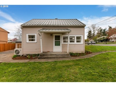 Single Family Home For Sale: 2201 E 16th St