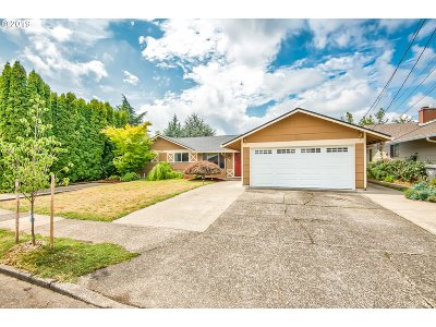 Portland Single Family Home For Sale: 741 SE 153rd Ave
