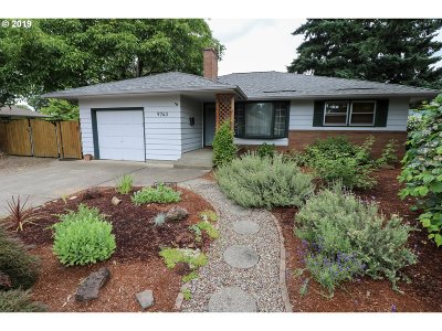 Milwaukie, Gladstone Single Family Home For Sale: 9740 SE 49th Ave
