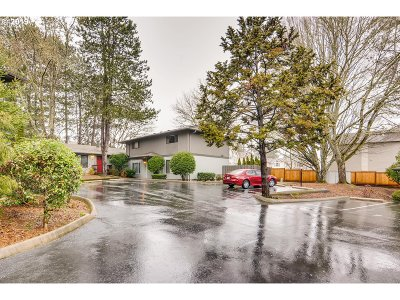 Beaverton Condo/Townhouse For Sale: 6220 SW 130th Ave #5