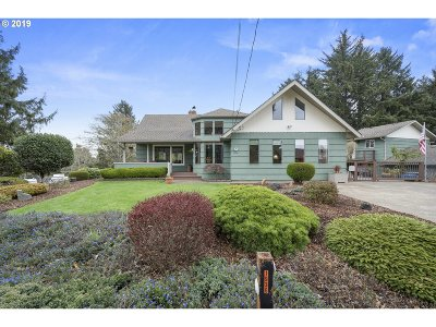 Lincoln City Single Family Home For Sale: 1936 NE Surf Ave