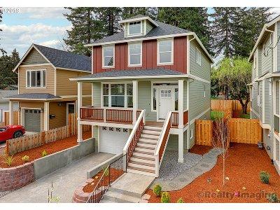 Multnomah County Single Family Home For Sale: 10431 N Oswego Ave