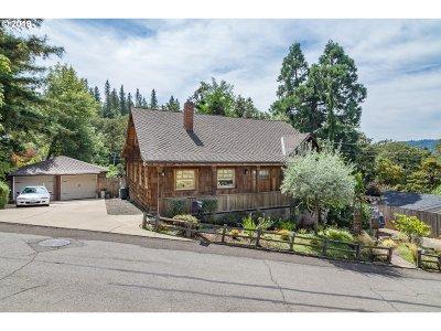 Roseburg Single Family Home For Sale: 1365 SE Overlook Ave