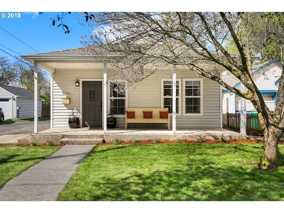 Single Family Home For Sale: 5707 SE Schiller St