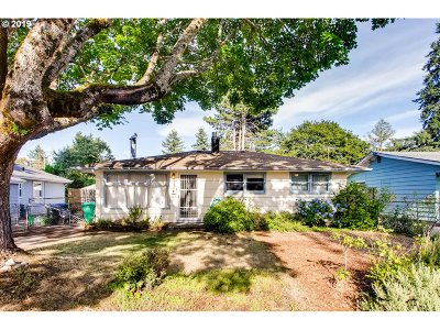 Portland Single Family Home For Sale: 7514 SE 68th Ave
