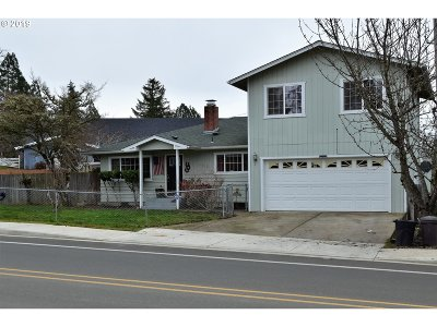 Sutherlin Single Family Home For Sale: 352 N Comstock Rd