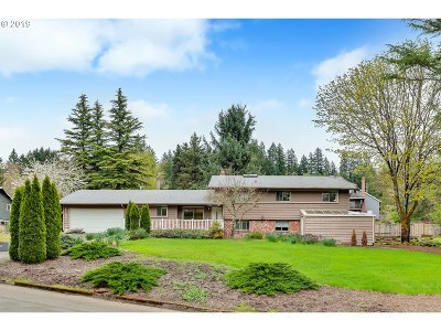 Lake Oswego Single Family Home For Sale: 19040 Olson Ave