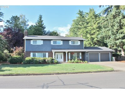 Woodburn Single Family Home For Sale: 785 Garfield St