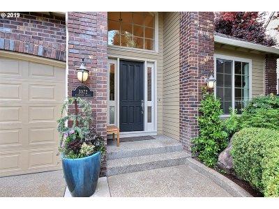 West Linn Single Family Home For Sale: 3072 Roxbury Ct