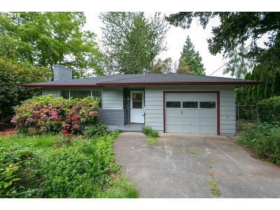 Milwaukie Single Family Home For Sale: 10209 SE 36th Ave
